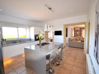 5 star luxury villa  3 king beds , Modern , Jacuzzi, Gym  10x5 pool  near beach