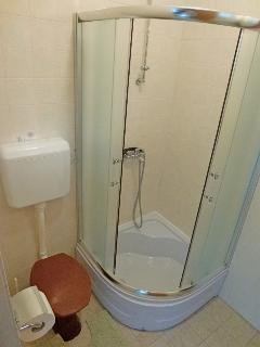 H(6+1): bathroom with toilet