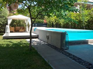 luxury apt private pool+grdn Athens, Voula
