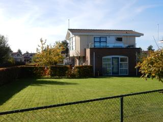 Villa Lisdodde 3, fenced garden, dogs allowed free, Workum