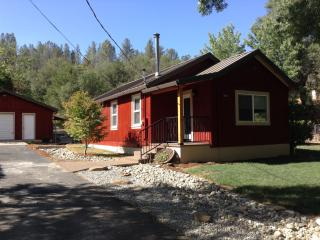 The Little Red House - In Historic Old Shasta