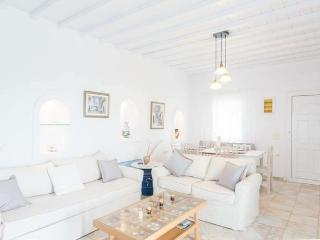 Beautiful 3-bdrm House in Mykonos, Tourlos