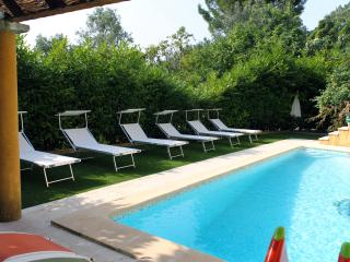 COSY COTTAGE WITH SWIMMING POOL, La Turbie