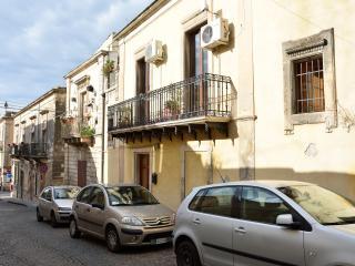 Casa Lina, bella e comoda in pieno centro a Noto. Perfetta per una famiglia.
