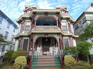 Victorian Beach House. 300ft to the beach., Cape May
