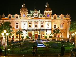 CENTER FLAT NEAR CASINO MONACO