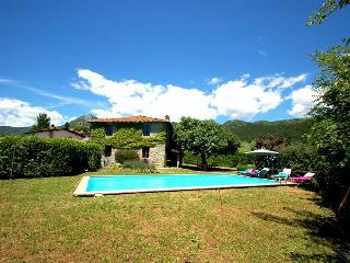 House with private pool 500 meter from village in Garfagnana. 4 bedrooms. Wi-fi