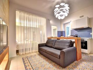 Boutique Studio in central Valletta (Smokey)(2)