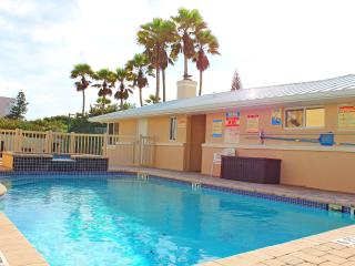 GOLDEN SANDS EMERALD -Luxury Beachfront -Tennis Court, Pool, Spa, Private Beach