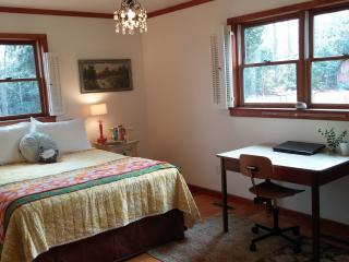 Charming Mountain Cottage Cozy, Clean & Comfy, Boone