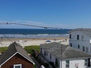 Condo on Grand Beach(OOB)-Steps to Beach, Pool