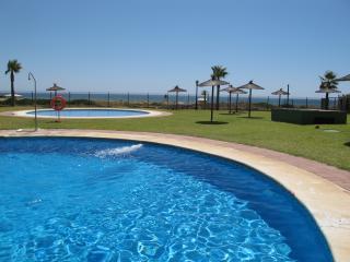 piscina de adultos y de niños