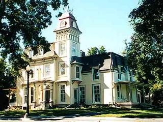 Enjoy living in a  1000 Islands Victorian Mansion, Gananoque