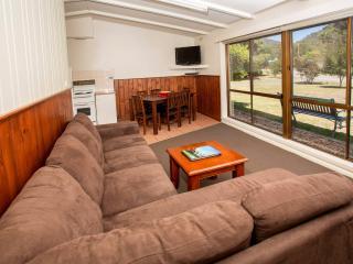 Two Bedroom Brick Apartment (Family), Halls Gap
