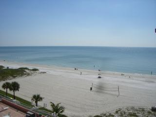 Updated beach front with pool and free wifi, Indian Shores