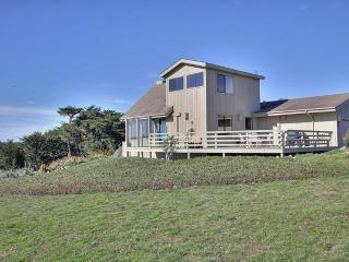 BODEGA BAY, CA HOME W/ STUNNING OCEAN AND BAY VIEW