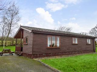 CABIN 2, all ground floor, open plan living area, parking, garden, in