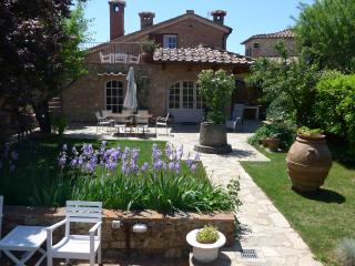 Casa di Leo  - Villa with gardens and private pool surrounded by medieval walls