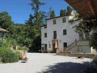 Spacious apartment in Countryhouse with Pool, Montone