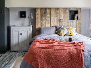 Godney Arts House a Somerset cottage with stylish & unusual  interior design