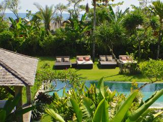 Beachfront Villa, 7/11BR between Seminyak - Canggu