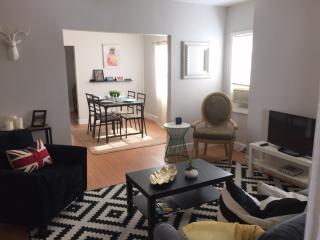 WOW MINS TO THE BEACH BEAUTIFUL APARTMENT IN HISTORIC BUILDING CLOSE DOWNTOWN!!!
