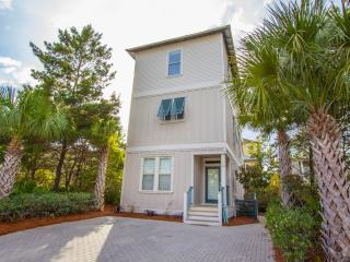 Pet Friendly * Walking Distance to the Beach!