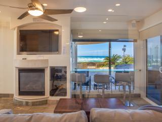 'Surfrider' Beachfront Condo with Hot Tub