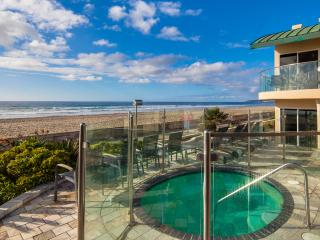 """Surfrider"" Beachfront Condo with Hot Tub, San Diego"