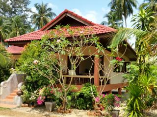 Beachfront Villa 2 Bedroom in Coconut Garden, Lipa Noi
