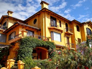 Lovely Tuscany Penthouse with Stunning Views, Cotacachi