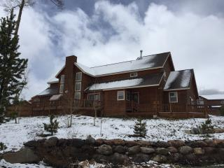 5 BR, 3.5 BA, Sleeps 18. Minutes from skiing, Silverthorne