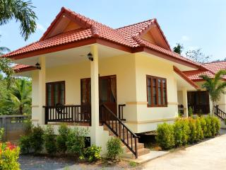 New 2 Bedroom House & Pool Near Beach A, Lipa Noi