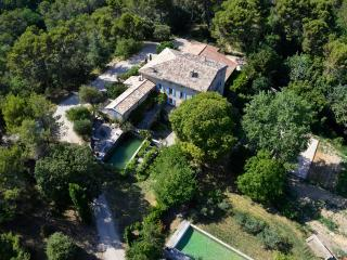 Authentic Provencal country-house 'La Calade'