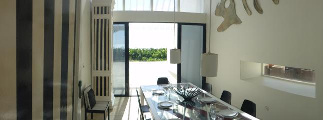 Dining room facing the ocean