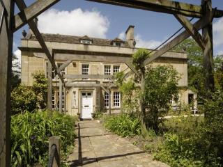 Old School Rooms.Sleeps 6 near Bath. Parking, Wifi, Box