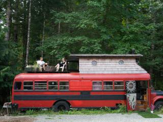 HippyBus @ Yoga Sanctuary/With 2 Meals, Duncan