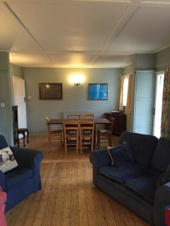 Large Lounge/diner, with dvd & book library and board games for all