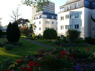 Central Apartment in Landscaped Grounds, Cheltenham