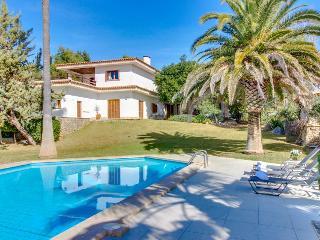 Mountain view villa w/ private pool, deck, terrace & garden!, Inca