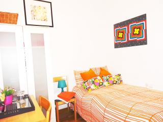 PRIVATE ROOM FOR COUPLE-IN CITY CENTER*WIFI*, Barcelona