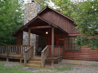 Peaceful Whisperwind Cabin, Broken Bow