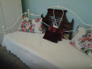 Single bed in kingsize bedroom