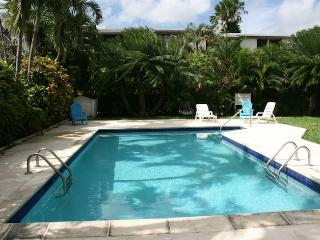 Modern 3 bedroom unit across the beach in Barbados, Hastings