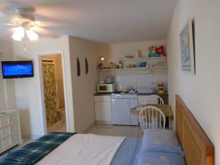 Beach Studio showing kitchenette
