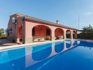 POUET - Villa for 10 people in PEDREGUER