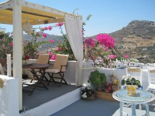 Gorgeous cottage with superb views, Skyros
