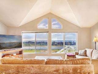 Willapa Bay Beach House - In the Heart of Tokeland Village.