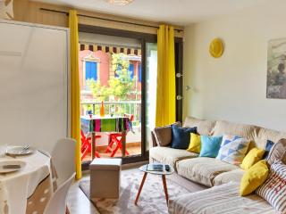 Sunny studio apartment with balcony, Arcachon