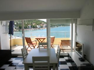 Villa stegic 2 bedroom penthouse, Tisno